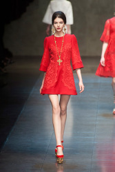Trends_catwalk_yourself_AW13_scarlet_dolce_gabbana_1