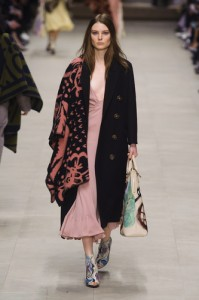 t1rends_catwalk_yourself_AW14_must_have_item_burberry_prorsum_5