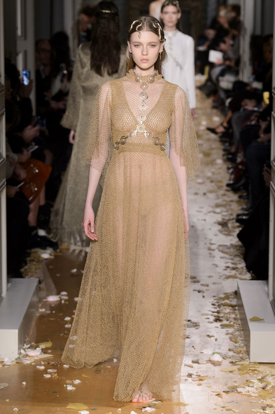 Valentino haute couture spring summer 2016 for Haute couture houses 2016