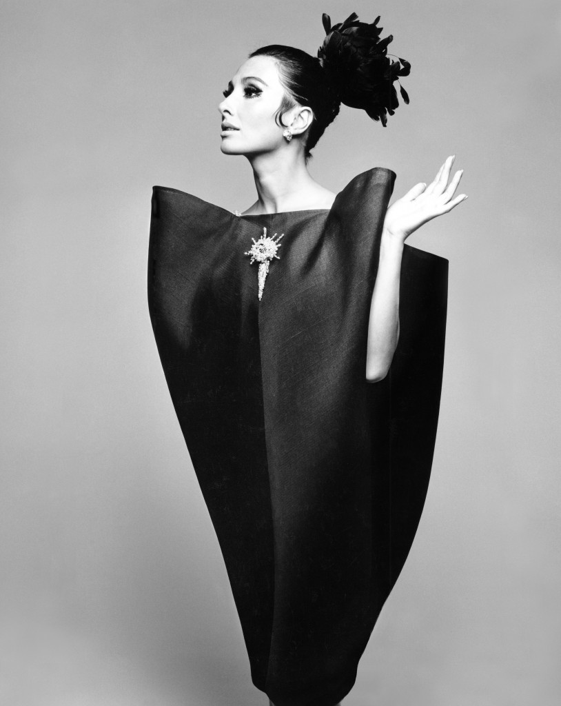 Alberta_Tiburzi_in_envelope_dress_by_Crist+¦bal_Balenciaga_Harpers_Bazaar_June_1967__Hiro_1967